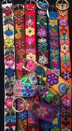 Surtido por mayor de cinturones peruanos. Cinturones de lana