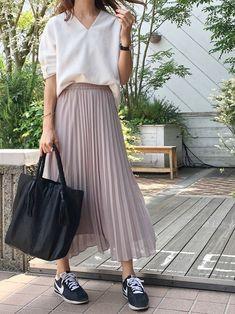 2016年大流行のプリーツスカート。 GUからも、プチプラのプリーツスカートが販売されています。 秋から冬に使…
