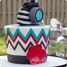 This would be a perfect cake for meeeee ! ❤
