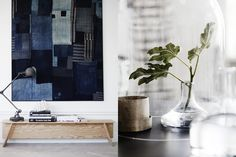At home with mentor and style guru Lotta Agaton and her lovely family. Through the lense of Pia Ulin this home is always one of my favorites. Hoping to see a pic of the big bookshelf in the living … Estilo Interior, Interior Styling, Interior Design, Home And Living, Living Room, Living Area, Cottage Interiors, Scandinavian Design, Scandinavian Interiors