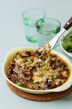 En lyxig gratäng med entrecote, lök och en massa härlig ost. Servera gärna tillsammans med en fräsch grönsallad.