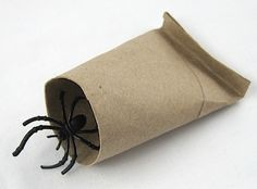 DIY Bug Scoop by craftyjournal: For those who really, really don't want to handle bugs! #DIY #Bug_Scoop