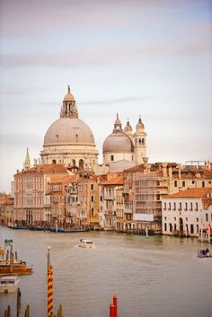 The Best Photography Locations in Venice, Italy by professional photographer Lisa Michele Burns from The Wandering Lens. A guide to scenic photo spots around Venice including a map and detailed information. Best Travel Websites, Best Places To Travel, Cool Places To Visit, Italy Travel Tips, Rome Travel, Venice Travel, Travel Images, Travel Photos, Budapest