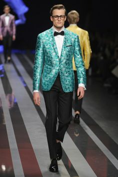 Dad Jeans, Manny Packs, And Pink Manties Storm The Men's Runways In Milan Blazer Fashion, Mens Fashion, Candy Dress, Milan Men's Fashion Week, Printed Blazer, Sharp Dressed Man, Style And Grace, Hottest Models, Sport Coat