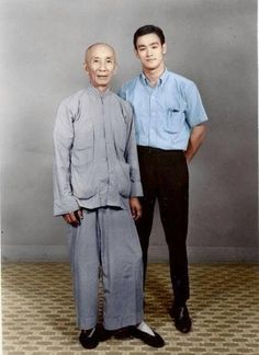 Ip Man was a master of Wing Chun and the first to teach this style openly. Ip Man was the teacher of Bruce Lee. Most major branches of Wing Chun taught in the West today were developed and promoted by students of Ip Ma Brandon Lee, Karate, Bruce Lee Photos, Martial Arts Movies, Martial Artists, Wing Chun, Aikido, Taekwondo, Kung Fu