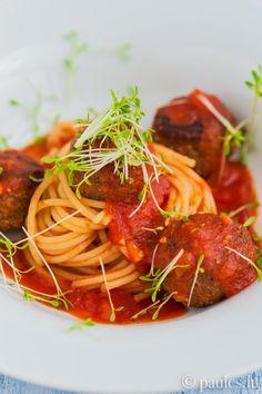 Spaghetti mit Grünkern-Linsenbällchen und Tomatensauce