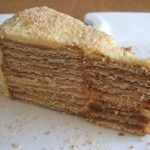 Going to have a party and want to prepare a different and special cake? This delicious creamy wafer cake flavored with coffee, has excellent. Portuguese Desserts, Portuguese Recipes, Marie Biscuit Cake, Baking Recipes, Cake Recipes, Gateaux Cake, Candy Cakes, Cake Flavors, Just Desserts