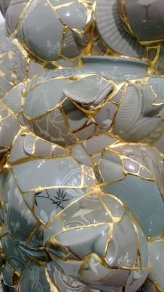Sookyung Yee Kintsugi style mending of ceramic fragments