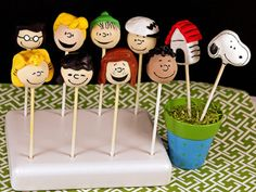 Snoopy and the Gang Cake Pops cake-poppery Snoopy Party, Snoopy Birthday, 2nd Birthday, Snoopy Cake, Peanut Cake, Charlie Brown Peanuts, Peanuts Gang, Christmas Cake Pops, Star Cakes