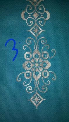 Really nice Cross-Stitch towel and pattern. Crochet Art, Filet Crochet, Irish Crochet, Crochet Crafts, Mantel Azul, Cross Stitch Boarders, Chicken Scratch Embroidery, Yarn Painting, Crochet Curtains