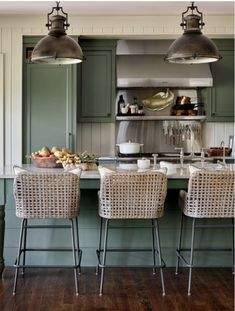 Hunter Green Kitchen Island with Rush Seat Swivel Stools - Cottage - Kitchen Green Kitchen Island, Kitchen Dining, Kitchen Decor, Kitchen Ideas, Boho Kitchen, Kitchen Trends, Kitchen Colors, Country Kitchen, Southern Kitchens