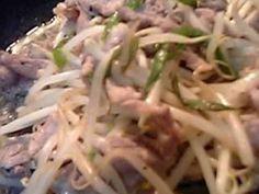 辛み爽やか♪モヤシと豚こまの青唐辛子炒めの画像