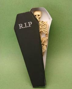 Print and Make Miniature and Dollhouse Halloween Decorations : Make Printable Miniature Coffin Shaped Boxes for Halloween Treats and Displays