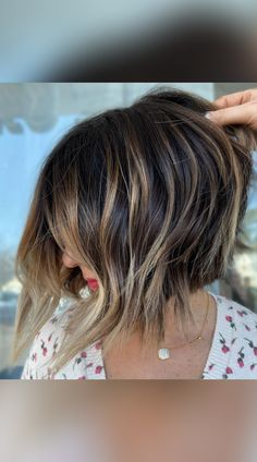 Check out these year's hottest stacked bob haircuts and hairstyles! We've put together the perfect collection that will go with any hair type, at any age! (Photo credit IG @summerevansstudio) Layered Bob Haircuts, Stacked Bob Hairstyles, Layered Bobs, Long Bob Haircuts, Latest Hairstyles, Inverted Bob With Layers, Age Photo, A Line Hair, Stacked Hair