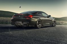 With the Coupe you don't have to work extra hard to make it look menacing. The car already has a couple of tricks up its sleeve to impress any audience and the huge air intakes at the sides of the front bumper play a pretty big role in the whole ordeal. Car Photos Hd, Bmw M6 Coupe, Bmw 650i, Bmw Wallpapers, Car Backgrounds, Bmw 6 Series, Bmw Love, Car Manufacturers, Amazing Cars