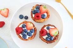 Wentelteefjes uit de oven met yoghurt en vers fruit