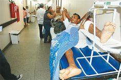 Acidentes com motos lideram estatísticas - Os acidentes envolvendo motocicletas lideram o número de atendimentos com trauma feitos pelo serviço de atendimento móvel de urgência (Samu) na capital potiguar desde o início do ano. Segundo o coordenador do Samu Natal, Rodrigo Azevedo, eles representam 22% dos atendimentos traumáticos realizados entre janeiro e julho de 2012. Os motociclistas também foram 60% das vítimas de acidentes de trânsito que deram entrada no Hospital Walfredo Gurgel no...