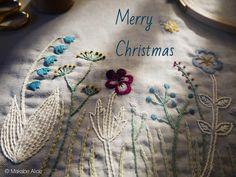 東京は暖かいクリスマスとなりました。 皆様の上に天よりの豊かな祝福がありますように。 #クリスマス#メリークリスマス#野の花#グリーティング#マカベアリス #刺繍#手刺繍#手仕事#ハンドメイド#embroideryart #handembroidery #embroidery #christmas #merrychristmas #seasongreeting #wildflower #handwork #alice_makabe