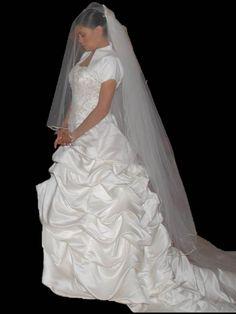 ¡Nuevo vestido publicado!  Único Essence mod. 2221 ¡por sólo $5359! ¡Ahorra un 59%!   http://www.weddalia.com/mx/tienda-vender-vestido-de-novia/unico-essence-mod-2221/ #VestidosDeNovia vía www.weddalia.com/mx