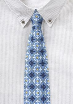 Hellblaue Herrenkrawatte mit Talavera-Ornament-Dessin