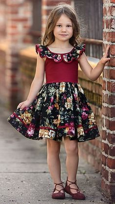 Top Newest Kids Summer Casual dresses Designs Baby Girl Party Dresses, Baby Girl Frocks, Girls Formal Dresses, Frocks For Girls, Little Girl Dresses, Casual Dresses, Kids Dress Wear, Kids Gown, Baby Frocks Designs