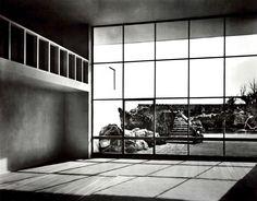 La estancia de una Casa de la Muestra en Fuentes 140, Jardines del Pedregal, México, DF 1950 Arq. Max Cetto y Luis Barragán Foto: Armando Salas Portugal Living room of a Model House by Max Cetto, calle Fuentes 140, Pedregal, Mexico City, 1950