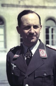 """Heinrich """"Heinz"""" Trettner (19 September 1907 – 18 September 2006) Knight's Cross on 24 May 1940 as Major in the general staff and Ia (operations officer) of the 7. Flieger-Division;  586th Oak Leaves on 17 September 1944 as Generalmajor and commander of the 4. Fallschirmjäger-Division"""