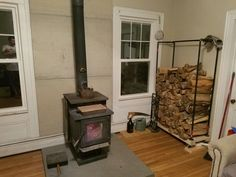 You need a indoor firewood storage? Here is a some creative firewood storage ideas for indoors. Lots of great building tutorials and DIY-friendly inspirations! Indoor Firewood Rack, Firewood Storage, Black Pipe, Iron Pipe, February, Diy Projects, Home Appliances, Storage Ideas, House