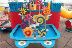 Boss Display : Polymer Funhouse Water Tables