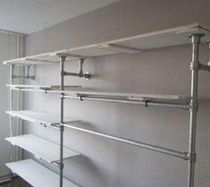 Planken Voor Kledingkast.Garderobe Kast Van Steigerbuizen En Witte Sloophout Planken 27