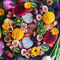 Platter goals! Summer is coming and creating a fruit platter like this is a healthy, nutricious way to enjoy fresh fruit in the sun! Great for your sweet tooth too!