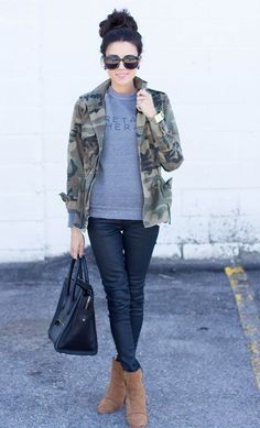 Love this i really love military style jackets, just not in camo. im not a camo wearing kinda girl. However, i do like the darker of the greens i want to call it puke green on her camo jacket. So, an allover puke green military style jacket w this outfit. Fall Winter Outfits, Autumn Winter Fashion, Look Fashion, Womens Fashion, Fashion Trends, Fall Fashion, Fashion 2014, Pull Gris, Casual Outfits