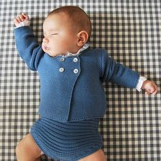 Diy Crafts - punto,camisabolillo-Great support watching the Fencing competition this morning with guernseyfencing ? Knitting For Kids, Baby Knitting Patterns, Baby Patterns, Baby Boy Dress, Baby Boy Outfits, Kids Outfits, Knitted Baby Cardigan, Knitted Baby Clothes, Spanish Baby Clothes