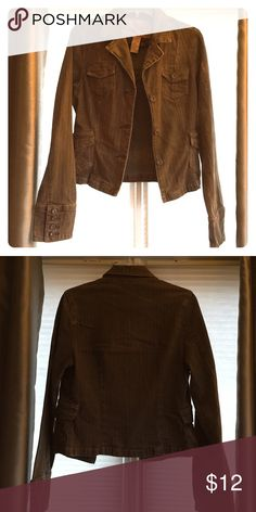 Brown Jean jacket Brown Jean jacket. Cotton. Great mid-weight jacket. Tailored fit. Metal buttons. Button detail on sleeve cuffs. LIKE NEW Daytrip Jackets & Coats Jean Jackets