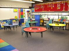 Round tables instead of desks. Classroom Table, Classroom Design, Classroom Organization, Classroom Decor, Grade 3, First Grade, Round Tables, Cooperative Learning, Ocean Themes