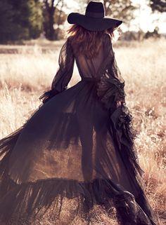 TatiTati Boho Style * The Sweetest Thing // Cassi van den Dungen by Will Davidson for Vogue Australia April 13 Boho Chic, Bohemian Style, Hippie Chic, Gothic Hippie, Dark Bohemian, Modern Hippie, Hippie Style, Vogue Australia, Foto Fashion