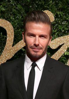 David Beckham : 2   2   2   2...Le beau David aime bien les comptes ronds. Et il aime encore plus que tout marche par paire. L'un de ses anciens employés révèle ainsi que le beau gosse exige que tout soit en 2 exemplaires dans son frigo. Et si jamais ce n'est pas le cas, il est capable de se mettre très, très en colère.