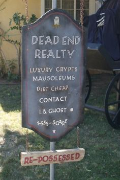 Real estate sign for Halloween if your selling your home. Halloween Forum, Halloween Graveyard, Looks Halloween, Halloween Tombstones, Theme Halloween, Halloween Signs, Halloween Projects, Halloween House, Holidays Halloween