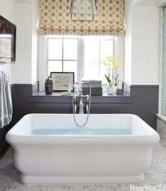 \♥/♥\♥/ : Parrish Chilcoat : http://www.housebeautiful.com/decorating/designer-bathrooms#slide-12