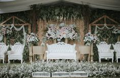 new Ideas wedding decoracion checklist design Vintage Wedding Backdrop, Wedding Backdrop Design, Wedding Hall Decorations, Wedding Reception Backdrop, Rustic Wedding, Decor Wedding, Trendy Wedding, May Wedding Colors, Summer Wedding Bouquets