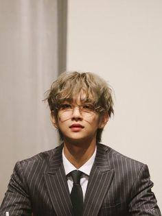 Seungcheol's a bad boy, and Jeonghan has to straighten him out. Jeonghan, Woozi, Wonwoo, Jisoo Seventeen, Joshua Seventeen, Seventeen Album, Steven Universe, Kpop, Got7