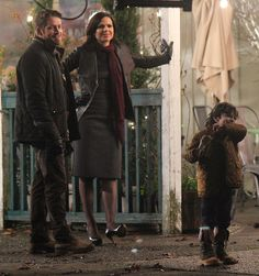 Sean Maguire (Robin), Lana Parrilla (Regina) & Raphael Alejandro (Roland) on set | Once Upon A Time