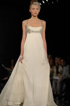 "The ""Duchess"" gown from Jenny Packham's Spring/Summer 2010 collection. The ""Duchess"" gown from Jenny Packham's Spring/Summer 2010 collection. Robe Style Empire, Beautiful Gowns, Beautiful Outfits, Elegant Dresses, Pretty Dresses, Bridal Gowns, Wedding Gowns, Evening Dresses, Prom Dresses"