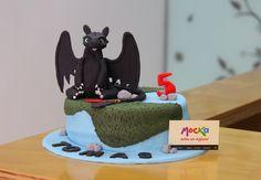 Celebrando el cumpleaños de Tomas con Chimuelo.   #PonqueInfantil  Whatsapp: 3006080239   info@mocka.co   (1) 4583915  www.mocka.co  #mocka #pasteleria #pasteleriasbogota #bakery #cakeshop #cake #ponque #torta #pastel #ponquedecorado #tortadecorada #birthday #cumpleaños #pasteleriartesanal #ponqueinfantil #artenazucar #tortacumpleaños #cakeoftheday #pasteleriaartesanal #bogota #HowtoTrainYourDragon #Chimuelo #fondantcake #toothless