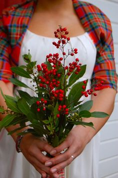 #rockmywinterwedding @Rock My Wedding A Scottish Winter Wedding love this simple gathering of flowers, berries & foliage