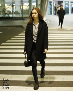 """ Krystal at incheon airport back from china credit : jungsoojungcom Krystal Fx, Jessica & Krystal, Star Fashion, Womens Fashion, Fashion Trends, Krystal Jung Fashion, Airport Style, Airport Fashion, Wardrobe Basics"