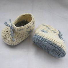 Wintry crochet baby booties in organic cotton, size 0-3 months £14.00