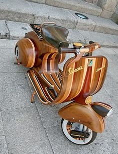 Portuguese carpenter Carlos Alberto built a fully-functioning Vespa out of laminated hardwood. He built it for his daughter Daniella and subsequently named it after her. The era scooter is built to the same exact dimensions of the original, iconic Vespas. Piaggio Vespa, Lambretta Scooter, Scooter Scooter, Retro Scooter, Scooter Motorcycle, Vintage Vespa, Ducati, Vespa Motor Scooters, Motos Retro