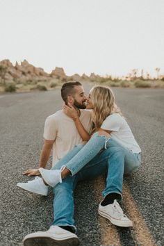 Photo Poses For Couples, Cute Couple Poses, Couple Picture Poses, Couple Photoshoot Poses, Cute Couples Photos, Engagement Photo Poses, Photo Couple, Couple Photography Poses, Cute Couple Pictures