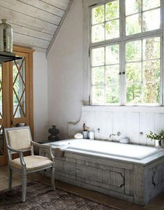 Bañera forrada de madera
